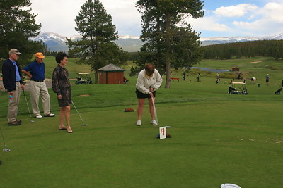 Ron Nelson, Stan Meyer, Pam Brown watch Deb Erwin his a big long putt.