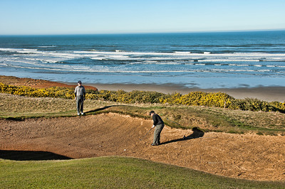 But the real action on 7 is in the back bunker where our 2 northerners got to play a while in the sand.