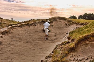 pacific-dunes-golf-sand-shot