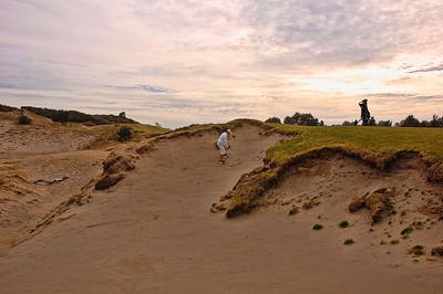 pacific-dunes-golf-bunker-shot
