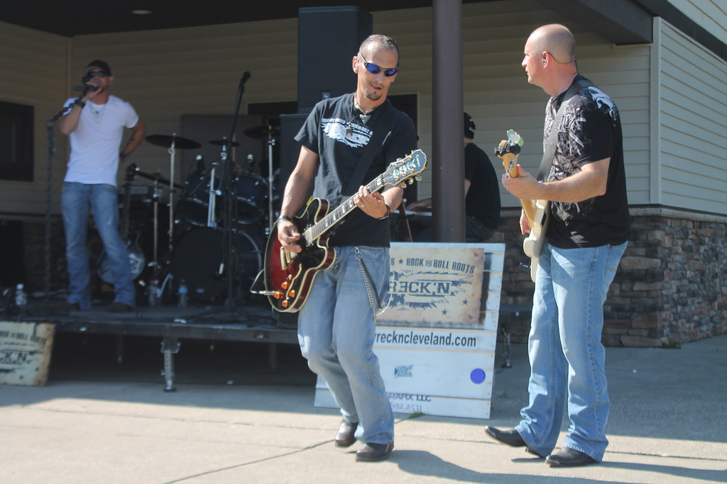 . Kristi Garabrandt - The News-Herald <br> The band Wreck\'n Country plays during the Bob Golic Rib Burn Off in Willowick.