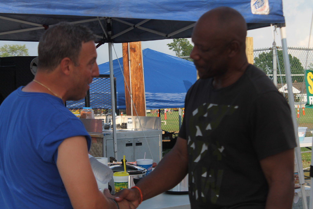 . Kristi Garabrandt - The News-Herald <<br> Hanford Dixon, three time Pro-Bowler, Cleveland Browns, talks with attendees at the Bob Golic Rib Burn Off in Willowick.