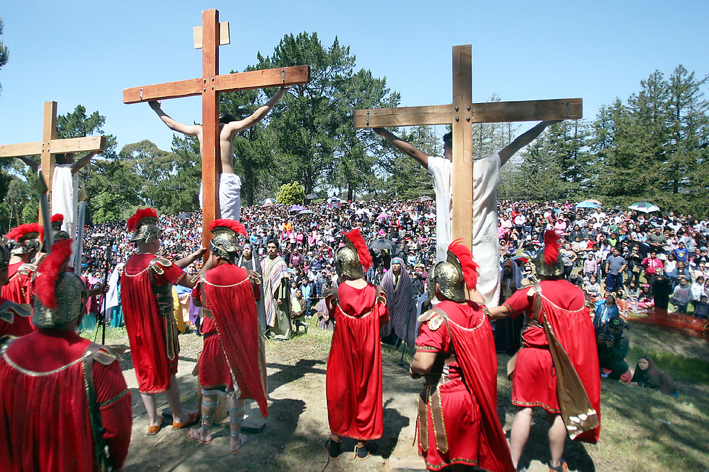 . Hundreds gather in Watsonville\'s Ramsay Park to watch the annual Good Friday Passion Play commemorating the crucifixion of Jesus Christ.  (Dan Coyro -- Santa Cruz Sentinel)
