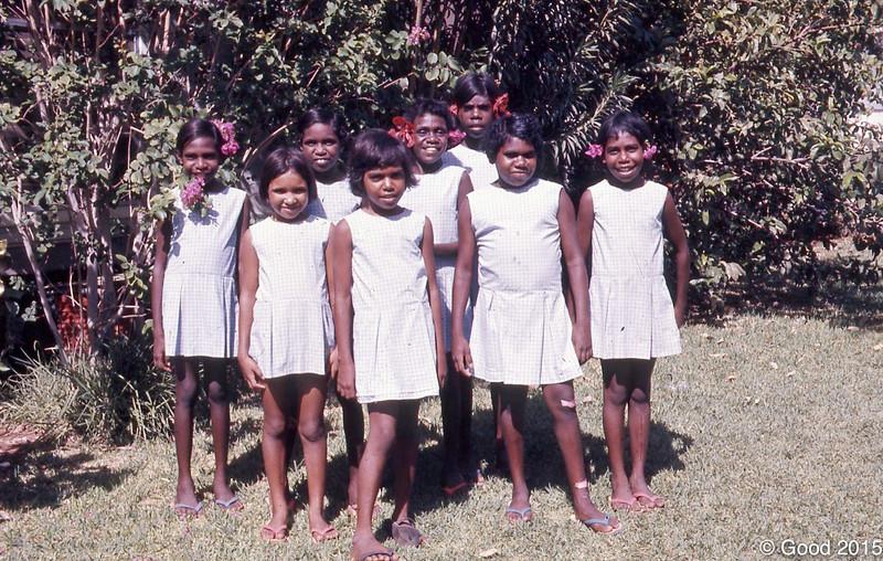 1973 1st year girls from hostel
