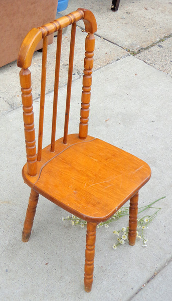 Superbe Vintage Solid Wood Childu0027s Spindle Leg Chair. 12 X 13 X 25.