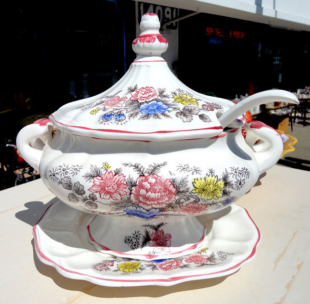 Porcelain Serving Pot.  12 x 9 x 11.  <b>$65</b>