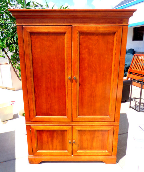 Beautiful Wood Entertainment Center in Excellent Condition.  Overall Dimensions: 49 x 26 x 72.  Interior TV Cabinet Dimensions: 43 x 39 x 33.  <b>$195</b>