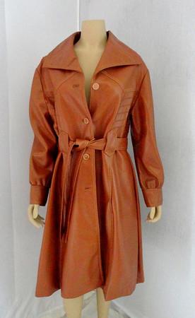 Attractive Bottom Line Ladies Leather Coat.   Size 20 1/2.
