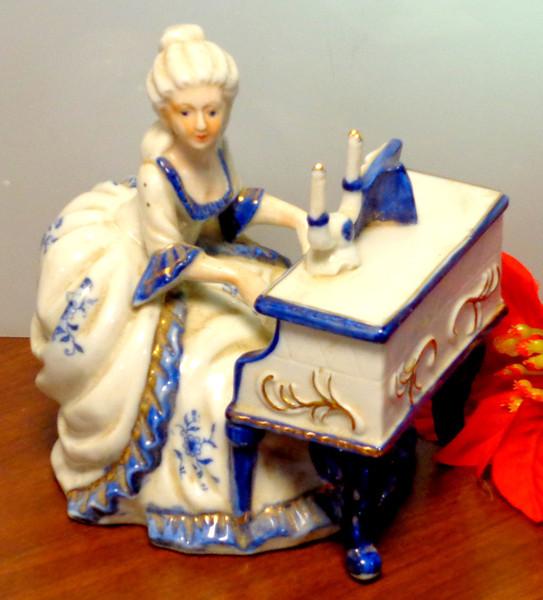 Vintage French Provincial Porcelain Statue.  6 x 5 x 7.  <b>$30</b>