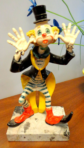 Vintage Clown Figurine Hands Out, Depose Italy, Genuine Carrara Marble.  4 1/2 x 3 1/2 x 8 1/2.  <b>$30</b>