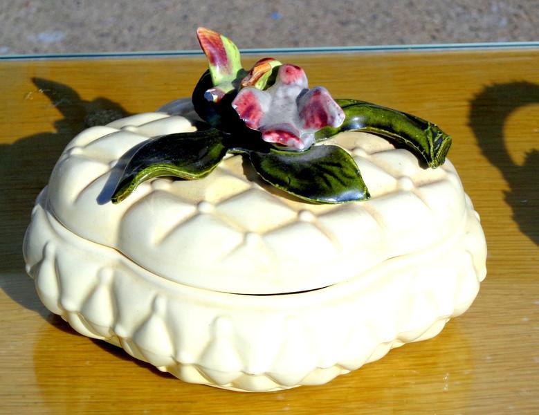 Beautiful <i>De la Rosa of California</i> Porcelain Nick Nack.  8 x 5 x 6.  <b>$25</b>