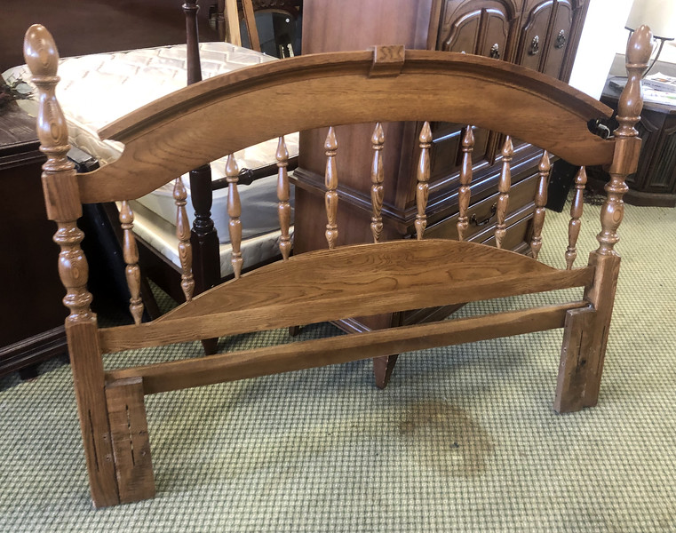 <b>Available at our Livernois Store Location - (313) 345-0884. </b>  Queen / Full Headboard.