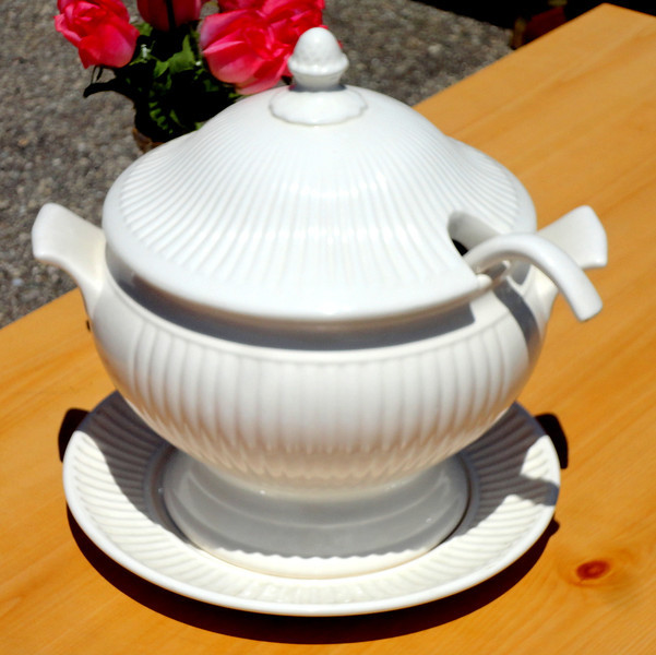 Signature Housewares Soup Tureen in Excellent Condition.  <b>$65</b>