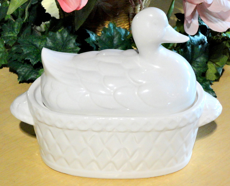 Duck Ceramic Serving Dish.  12 x 6 x 10.  <b>$25</b>