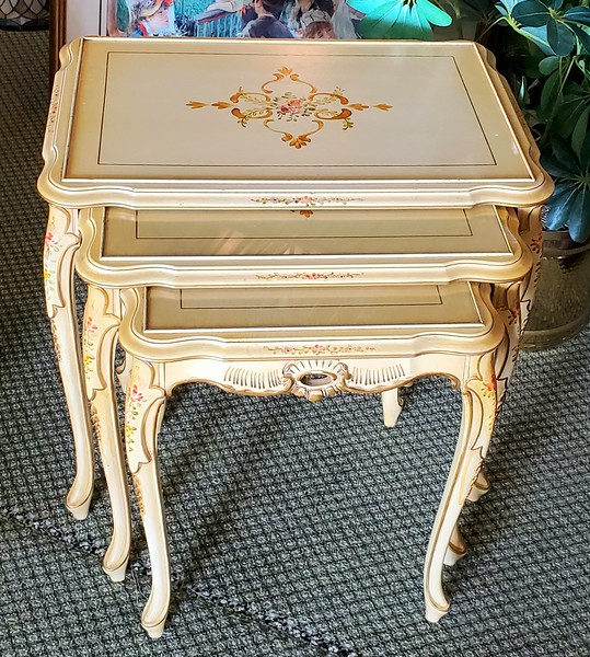 Provincial Nesting Tables