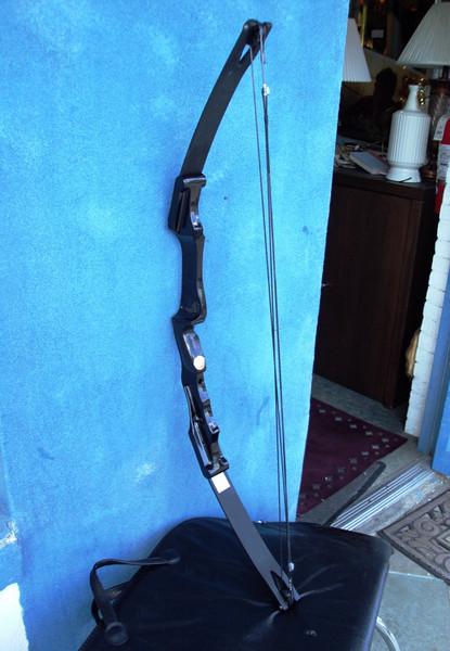 Ben Pearson Archery Blazer. Draw Weight: 40, Draw Length: 25, String Length: 34.    <b>$80</b>