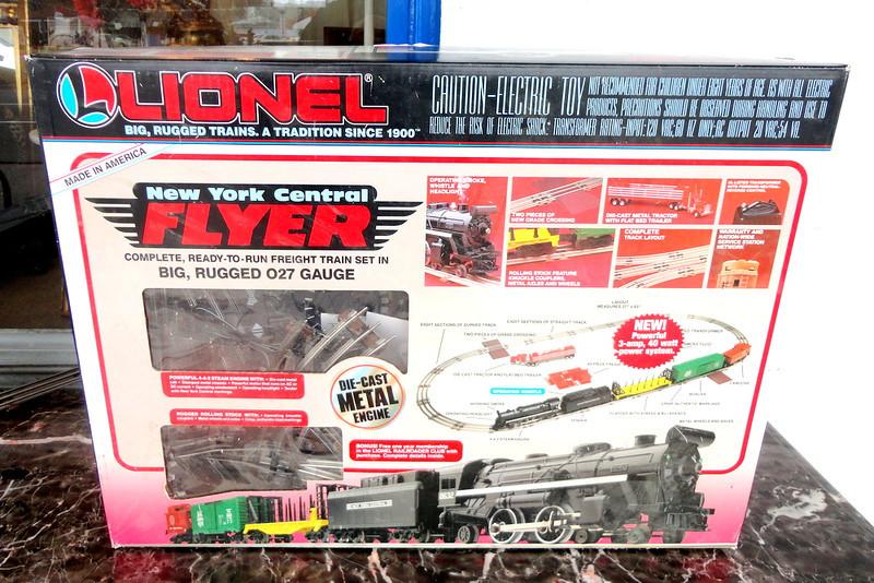 Vintage 1993 Lionel New York City Flyer Train Set Model 6-11735. This is a train collector's classic.  <i> Compare identical sets on eBay for $400 or more.  Our price: </i><b>$195</b>