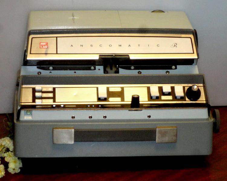 Vintage GAF Anscomatic R JN-338 Slide Projector.  <b>$35</b>