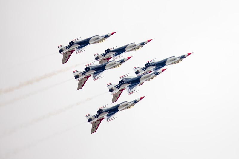 Thunderbirds in tight Formation