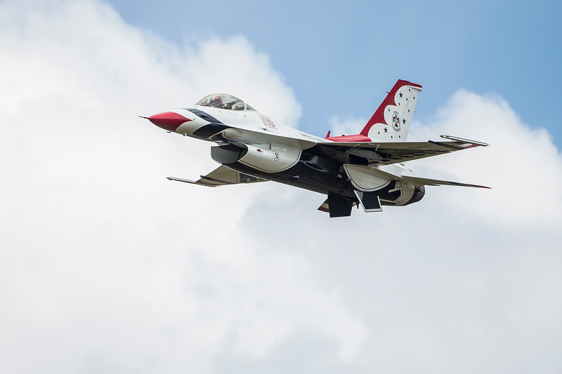 Air Force F-16 Thunderbird in High Speed pass