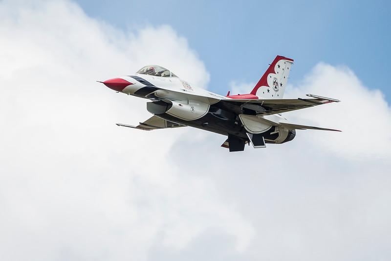 Air Force F-16 Thunderbird in High Speed pass