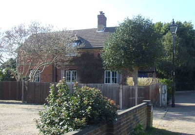 This is Admiralty Cottage, in Crescent Road, a private residence for c.100 years, but until the Stokes Bay line closed at the end of October 1915, the house was the gatekeeper's residence. 22nd March 2015.