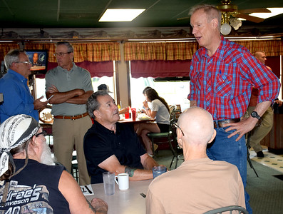 Prospective voters listen as Gov. Bruce Rauner discusses reasons why he should be re-elected. Kennedy Nolen Photo