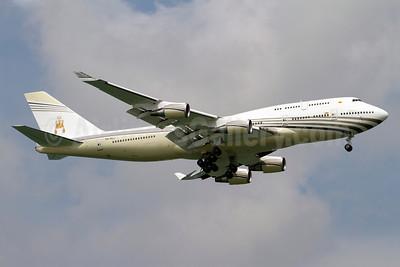 Brunei Royal Flight (Brunei Government) Boeing 747-430 V8-ALI (msn 26426) SIN (Kok Chwee K.C. Sim). Image: 913662.