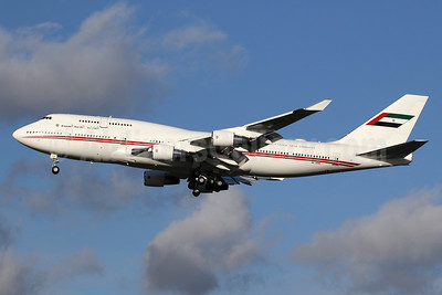 United Arab Emirates (Abu Dhabi Amiri Flight) Boeing 747-422 A6-HRM (msn 26903) LHR (SPA). Image: 940717.