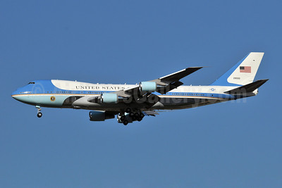 United States of America (U.S. Air Force) Boeing VC-25A (747-2G4B) 29000 (82-9000) (msn 23825) JFK (Ken Petersen). Image: 904046.