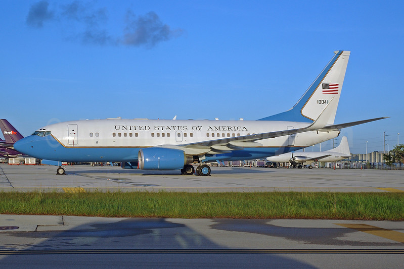 United States of America (U.S. Air Force) Boeing C-40B (737-7DM) WL 10041 (01-0041) (msn 33080) MIA (Bruce Drum). Image: 100635.