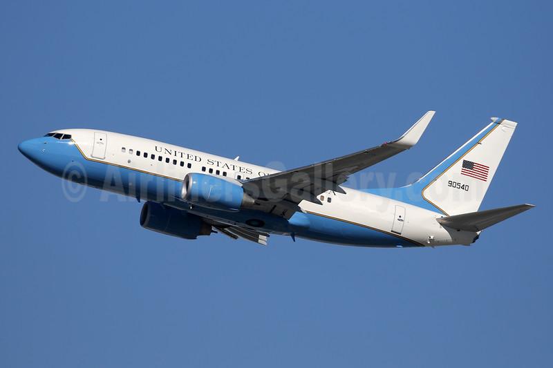 United States of America (U.S. Air Force) Boeing C-40B (737-7DM) WL 90540 (09-0540) (msn 40706) LAX (Ron Monroe). Image: 940298.