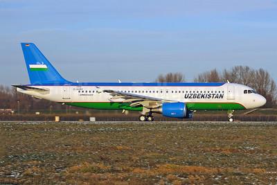 Uzbekistan (Government) Airbus A320-214 D-AUBV (UK32000) (msn 4528) XFW (Gerd Beilfuss). Image: 911642.