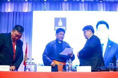"""2019 оны тавдугаар сарын 15.    Говь-Алтай аймаг.                                                    Монгол улсын Ерөнхий сайд баруун аймгуудад өнгөрсөн жил ажиллахад Говь-Алтай аймгийн олон арван жил тулгамдсан асуудлыг иргэд тавьж байсан.   Ерөнхий сайд холбогдох сайд нарт чиглэл өгч Засгийн газар ажилласны үр дүнд энэ том ажил энэ оны 5-р сарын 1-нээс эхлээд явж байна. Хоёр жил үргэлжилэх энэ төсөл Алтай хотын иргэдийн ундны цэвэр усны асуудлыг шийдэж, эрүүл мэнд, нийгмийн үндсэн асуудал шийдэгдэнэ.   """"Тайшир-Алтай"""" ус хангамж нэртэй энэ төслийг Монгол улсын Засгийн газар төсөв санхүүжилтыг нь Австрийн улсын 14 сая еврогийн хөрөнгө оруулалтаар шийдвэрлэсэн.   БХБЯ, Австри улсын Tiroler Rohre Gmbh групп болон туслан гүйцэтгэгчээр """" Сайрам булган"""" ХХК-тай гэрээ байгуулан 1,7 сая еврогийн үнийн дүнтэй 40 тоннын 27 чингэлэг шугам хоолой, 3 чингэлэг холбох хэрэгсэл нийт 30 чингэлэг тоног төхөөрөмж нийлүүлэгдээд ажил саад бэрхшээлгүй явж байна.   Ерөнхий сайд өнгөрсөн онд Говь-Алтай аймагт ажиллаж 15 асуудлыг орон нутгийнхан тавьж байсан. Энэ ажлууд төсөв мөнгийн Засгийн газар шийдэж царцсан 5 барилга эхнээсээ ашиглалтад оржээ. Үүнд  -50 ортой эмнэлэг  -ЭМШУИС-ийн барилга 90 хувьтай -Онцгой байдлын албаны барилга 100 хувь - Хүүхэд, залуучуудын ордон 100 хувь - 4-р сургууль бүрэн ашиглалтад орсон -127 км-н автозамын ажил эхлээд явж байна. Гэх мэт 15 томоохон ажлууд саадгүй явж байна.ГЭРЭЛ ЗУРГИЙГ Б.БЯМБА-ОЧИР/MPA"""