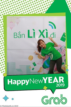 Grab-Da-Nang-Office-New-Year-instant-print-photobooth-Chup-anh-hinh-hinh-lay-lien-nam-moi-photobooth-vietnam-005-2