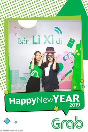 Grab-Hanoi-Van-Phuc-Office-New-Year-instant-print-photobooth-Chup-anh-hinh-hinh-lay-lien-nam-moi-photobooth-vietnam-009-1