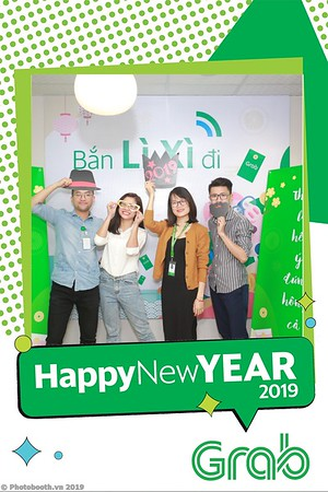 Grab-Hanoi-Van-Phuc-Office-New-Year-instant-print-photobooth-Chup-anh-hinh-hinh-lay-lien-nam-moi-photobooth-vietnam-008-2