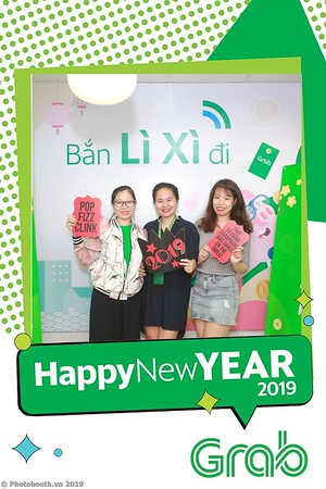 Grab-Hanoi-Van-Phuc-Office-New-Year-instant-print-photobooth-Chup-anh-hinh-hinh-lay-lien-nam-moi-photobooth-vietnam-012-3