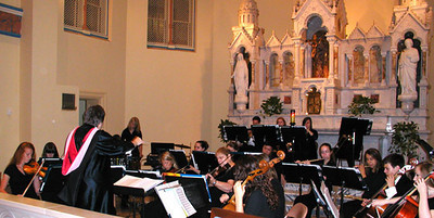 Diane Raver | The Herald-Tribune<br /> ORCHESTRA MEMBERS perform prior to the ceremony.
