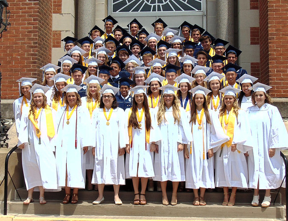 Diane Raver | The Herald-Tribune<br /> The seniors gather together for their class photo.
