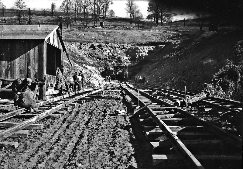 BuildingKnightOrBerryburgTunnel1930's