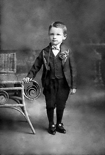 LoarPortraitUnidentifiedChildGraftonWV1890-1910-02
