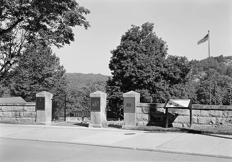 ENTRANCE GATES ON WALNUT STREET WITH FLAG POLE IN BACKGROUND. VIEW TO WEST. - Grafton National Cemetery, 431 Walnut Street, Grafton, Taylor County, WV