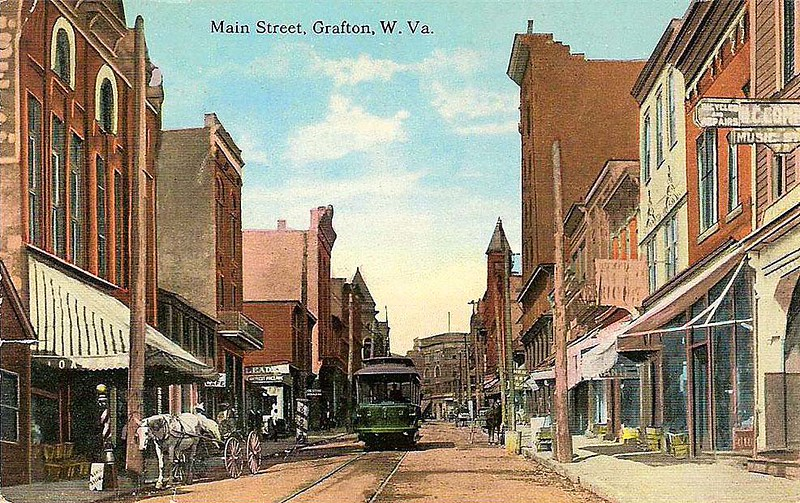 MainStreetGrafton-Trolley