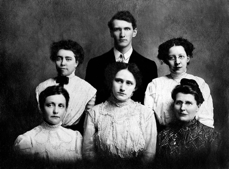 ast End Teachers 1908 LtoR Bottom row Mary Holden, Florence White,Gertrue Nichols Back Row Florance Hamilton ,A.J. Dadisman Nina Gaskins