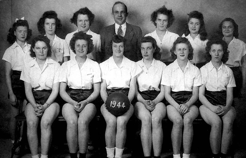 FHSGirlsBasketballTeam1944-01