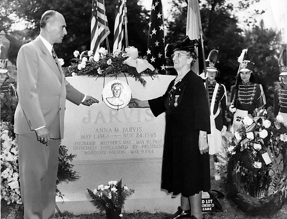 'Memorial services held in West Laurel Hill Cemetery Philadelphia, Pa. May 8, 1949 for Miss Anna Jarvis founder Mother's Day. The floral design displayed on top of monument is a contribution from Andrews Methodist Church Grafton, W. Va.' 1949