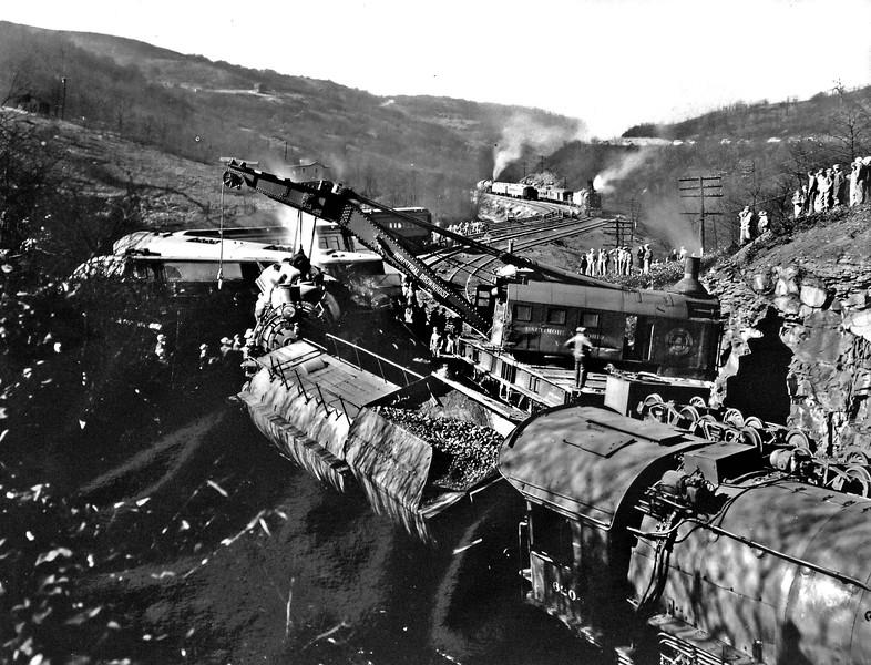 300-TrainWreckNearGraftonWV-02