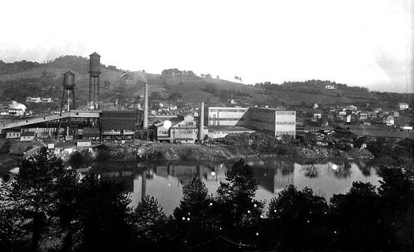 View of the Hazel Atlas Glass Company from across the river at Grafton, WV 1926.