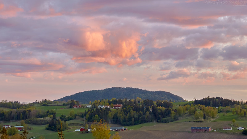 Kveldsbrann (Sunset over the mountain Sølvsberget)